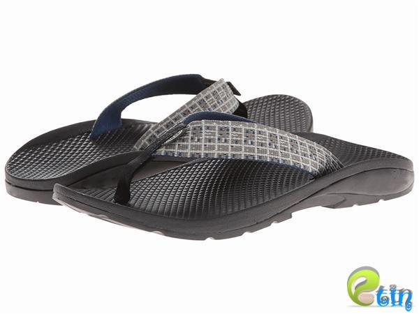 Giày sandal và dép xỏ ngón bằng chất liệu vải bố được cả người lớn và trẻ em hết sức ưa chuộng vào những năm 2000.
