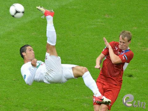 Ronaldo-v-Czech-1340703398_480x0.jpg