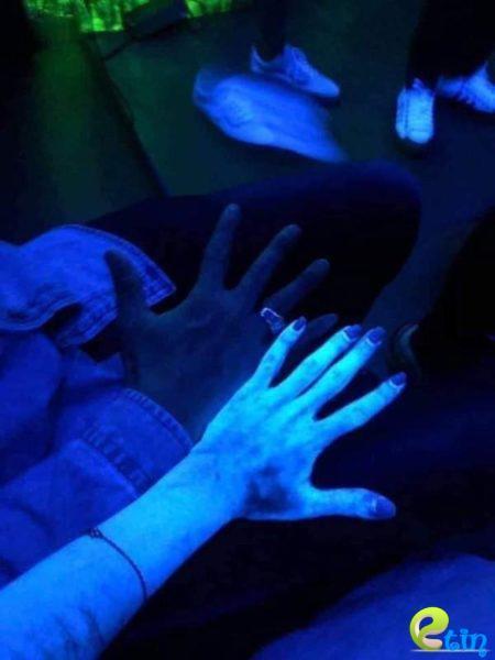 Sử dụng kem tắm trắng, cơ thể cô gái bỗng dưng phát sáng: Cẩn thận với mỹ phẩm chưa chất huỳnh quang