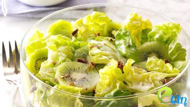Salad kiwi làm đẹp da nhờ vitamin C dồi dào