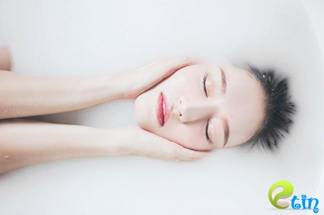 Tắm nước vo gạo dưỡng trắng da tự nhiên